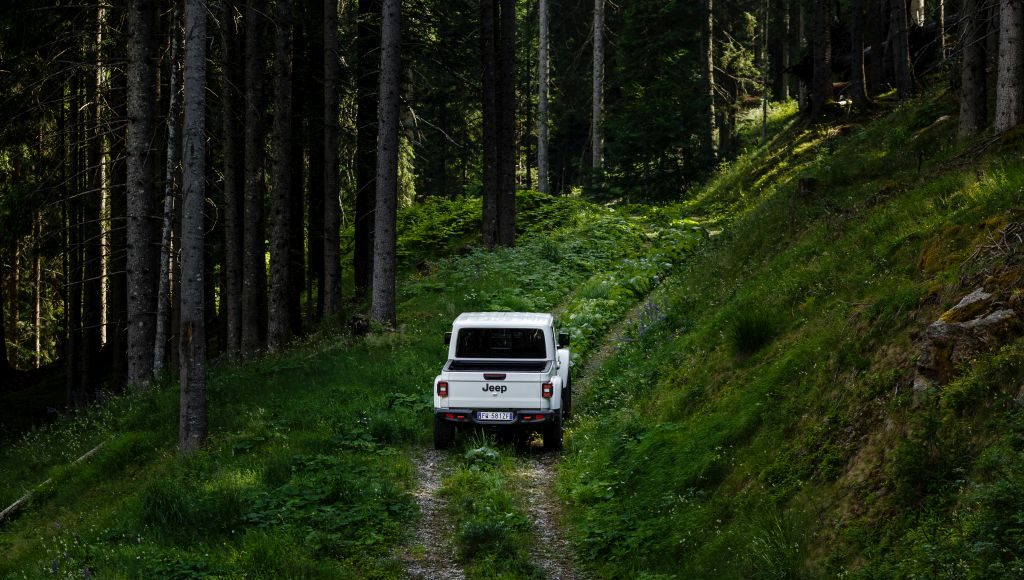 New-Jeep-Gladiator-22-1024x580 Gladiator surprins in varful Dolomitilor!
