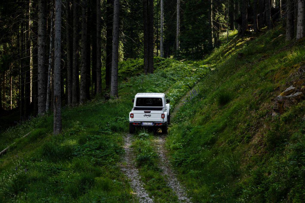New-Jeep-Gladiator-22 Gladiator surprins in varful Dolomitilor!
