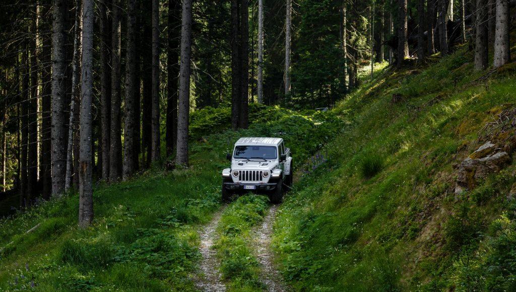New-Jeep-Gladiator-23-1024x580 Gladiator surprins in varful Dolomitilor!