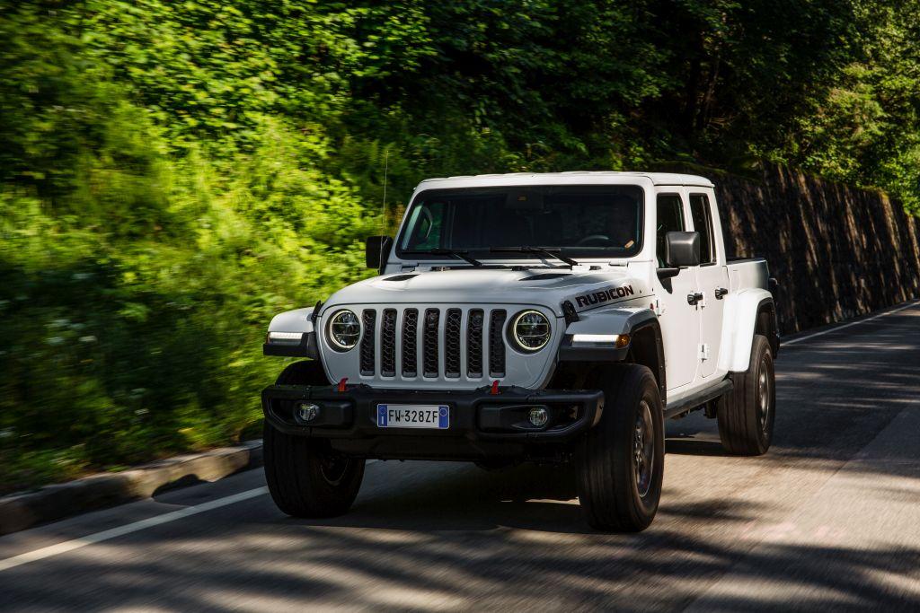 New-Jeep-Gladiator-36 Gladiator surprins in varful Dolomitilor!