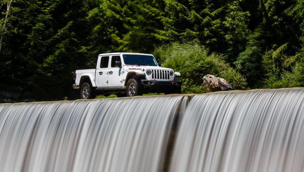 New-Jeep-Gladiator-40-1024x580 Gladiator surprins in varful Dolomitilor!