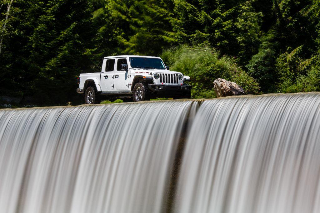 New-Jeep-Gladiator-40 Gladiator surprins in varful Dolomitilor!