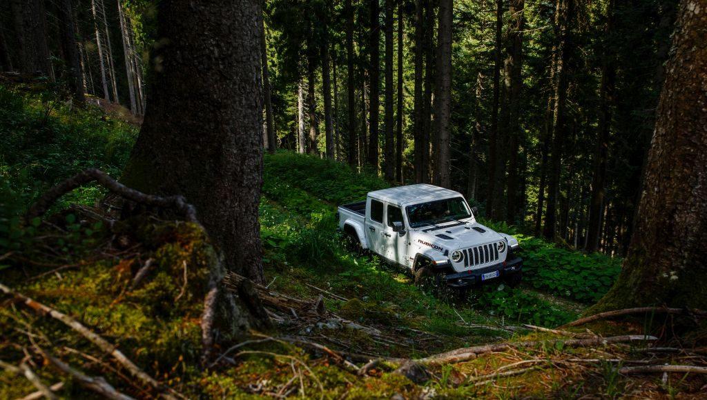 New-Jeep-Gladiator-42-1024x580 Gladiator surprins in varful Dolomitilor!