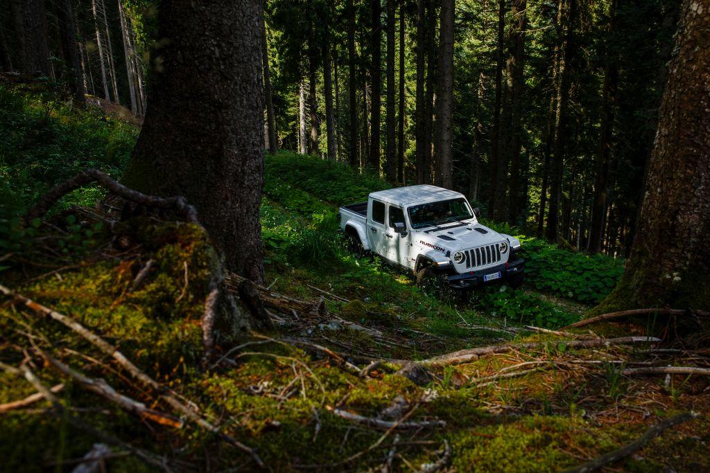 New-Jeep-Gladiator-42 Gladiator surprins in varful Dolomitilor!