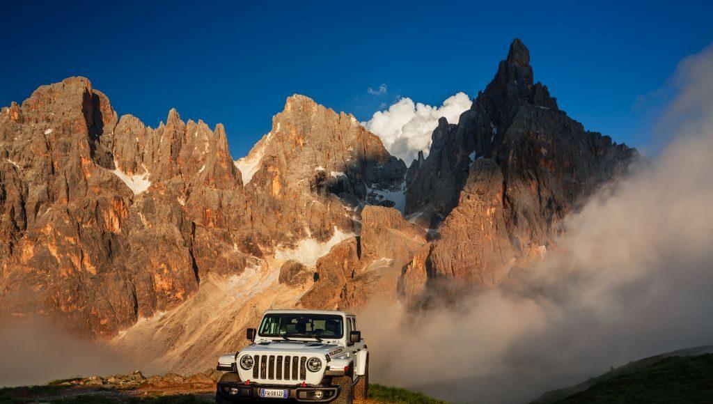 New-Jeep-Gladiator-6-1024x580 Gladiator surprins in varful Dolomitilor!