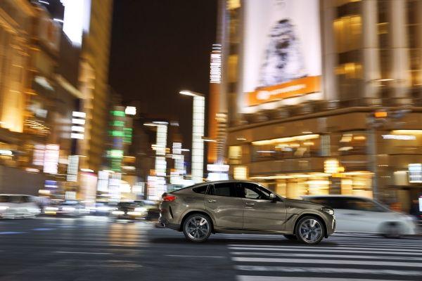 P90356683_lowRes_the-new-bmw-x6-drivi BMW X6. De-acum, oficial. Vezi noutatile!
