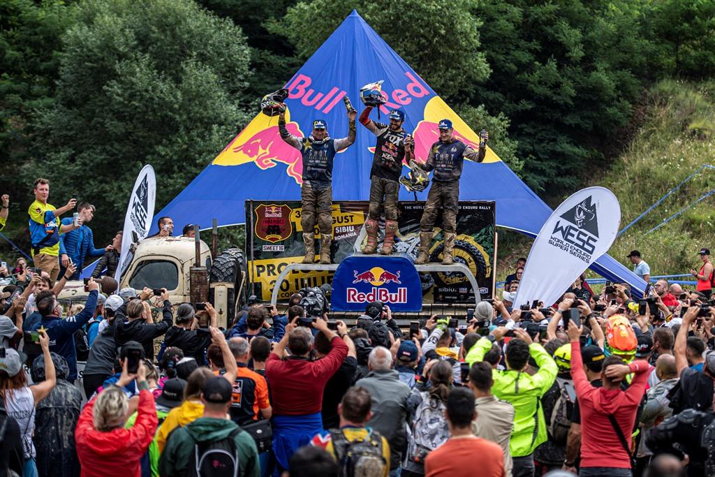Podium-Red-Bull-Romaniacs-2019-de-la-stanga-la-dreapta-Gomez-Lettenbicher-Jarvis_foto_Predrag_Vuckovic Manuel Lettenbichler a castigat Red Bull Romaniacs 2019