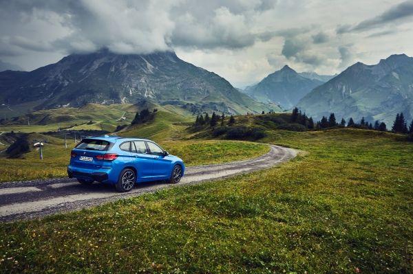 P90365494_lowRes_the-new-bmw-x1-xdriv BMW X1 xDrive25e, PHEV in clasa SUV compacta