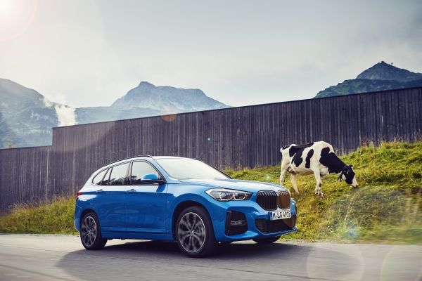P90365500_lowRes_the-new-bmw-x1-xdriv BMW X1 xDrive25e, PHEV in clasa SUV compacta