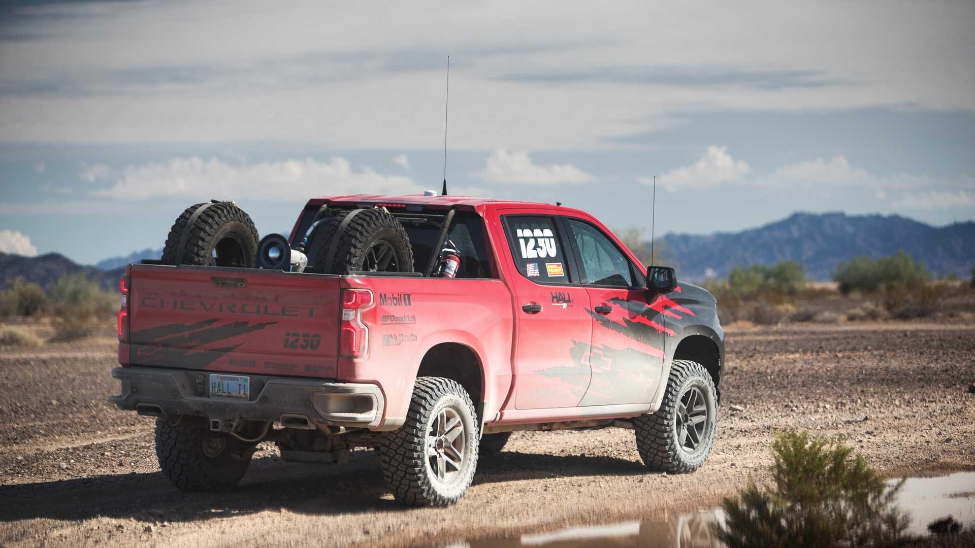 Chevy-Silverado-off-road-2 Chevy Silverado este gata pentru ZR2?