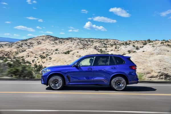 P90367298_lowRes_the-new-bmw-x5-m-and BMW X5 si X6, noile M dar si M Competition