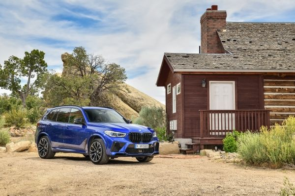 P90367308_lowRes_the-new-bmw-x5-m-and BMW X5 si X6, noile M dar si M Competition