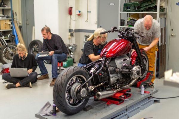 BMW-Motorrad-R-18-11 BMW Motorrad R 18 si R 18 /2, un motor, doua caractere