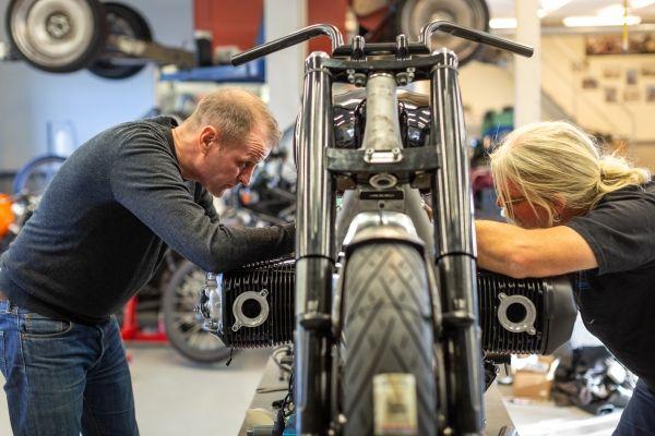 BMW-Motorrad-R-18-16 BMW Motorrad R 18 si R 18 /2, un motor, doua caractere