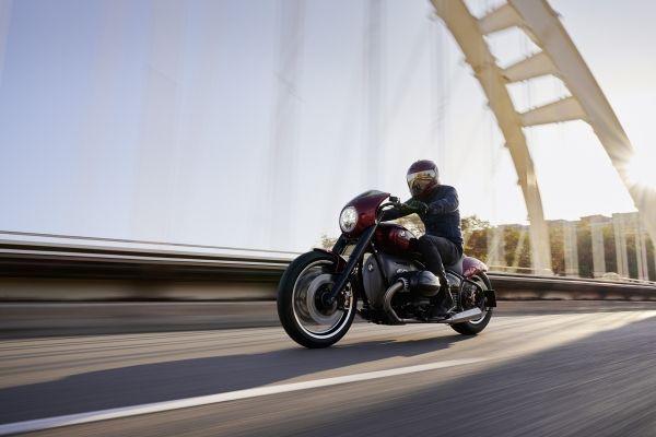 BMW-Motorrad-R-18-4 BMW Motorrad R 18 si R 18 /2, un motor, doua caractere