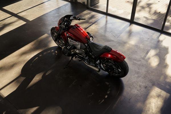 BMW-Motorrad-R-18-8 BMW Motorrad R 18 si R 18 /2, un motor, doua caractere