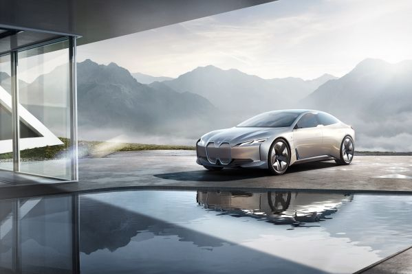 BMW-i4-1 BMW i4, model electric de clasa medie Premium cu putere de V8