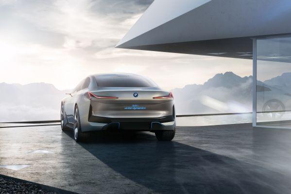 BMW-i4-7 BMW i4, model electric de clasa medie Premium cu putere de V8