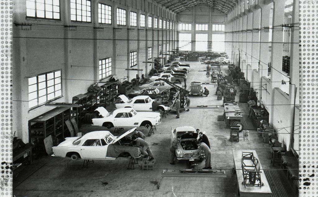 Maserati_Modena_plant_production_line_1958 Maserati a implinit 105 ani si intra intr-o noua era