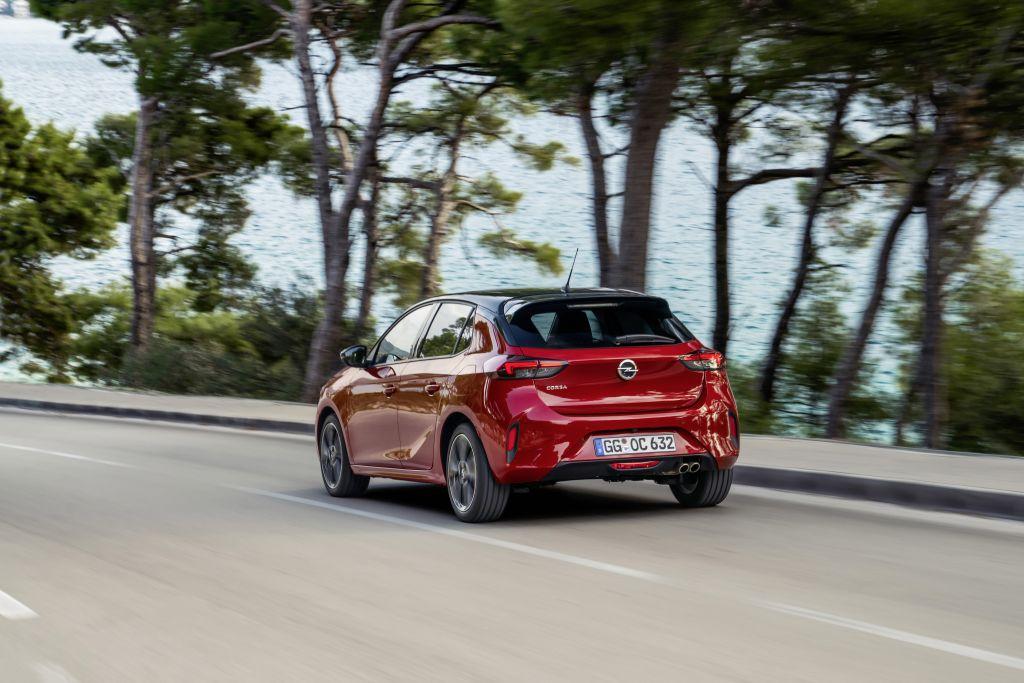 Opel-1 Opel Astra si Corsa au ajuns in Romania!