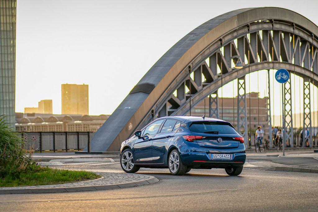 Opel-5-1024x683 Opel Astra si Corsa au ajuns in Romania!