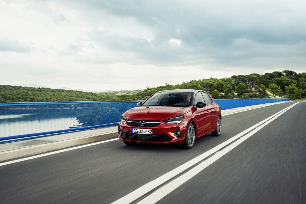 Opel-8 Opel Astra si Corsa au ajuns in Romania!