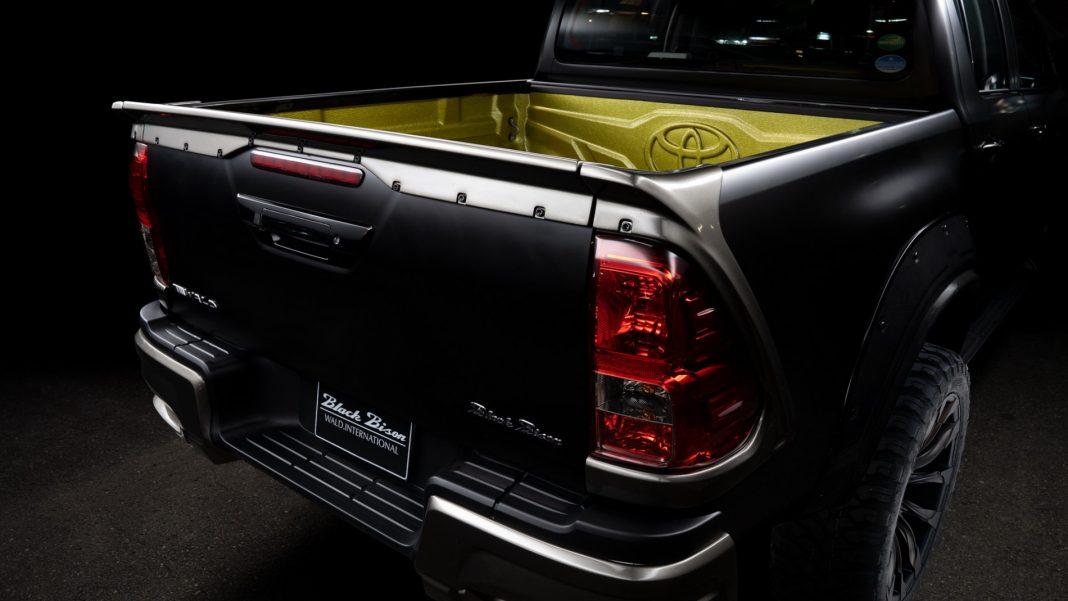 "Toyota-Hilux-Black-Bison_3-1068x601 Toyota Hilux primeste ""tratamentul"" Black Bison"