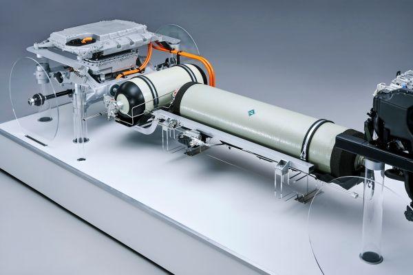 P90386177_lowRes_the-tank-system-feat Sistemul de propulsie pentru BMW i Hydrogen NEXT