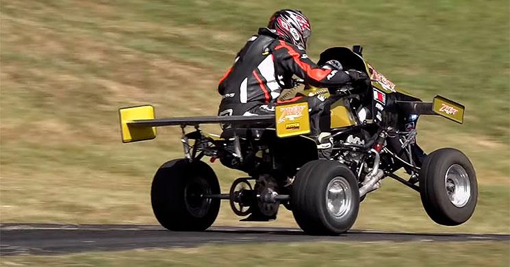Quadzilla_2 Quadzilla, un monstru quad care bate masini de 500 CP