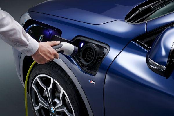 BMW-X2-xDrive25e-8 BMW X2 xDrive25e, PHEV, si update pentru BMW X2
