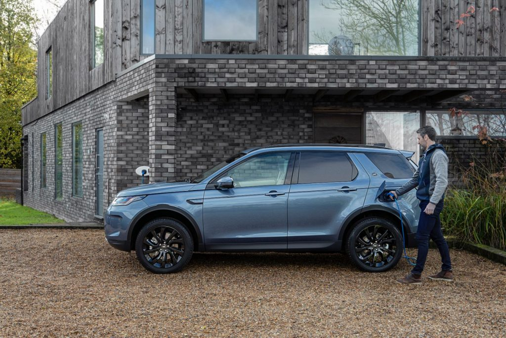 Land-Rover-Discovery-Sport-PHEV-1024x683 Defender a ajuns in Romania - SUV & Pickup News